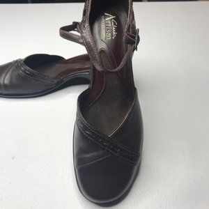 Clarks Artisan Collection Mary Janes brown size 8